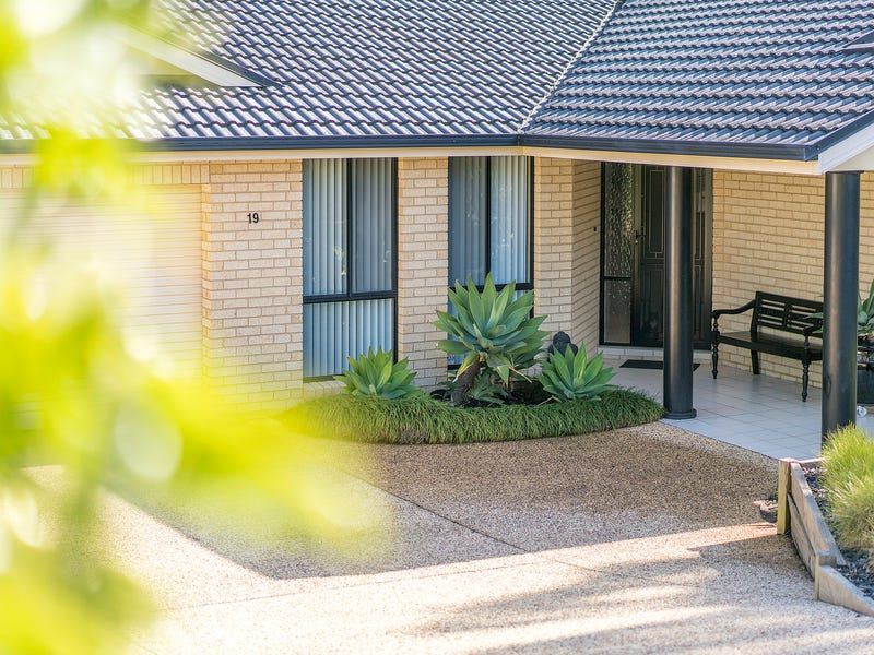 19  Colton Crescent, Lakelands, NSW 2282