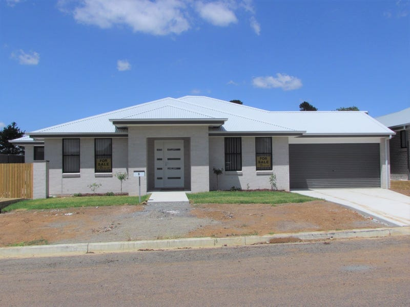 8 Wollondilly Avenue, Goulburn, NSW 2580