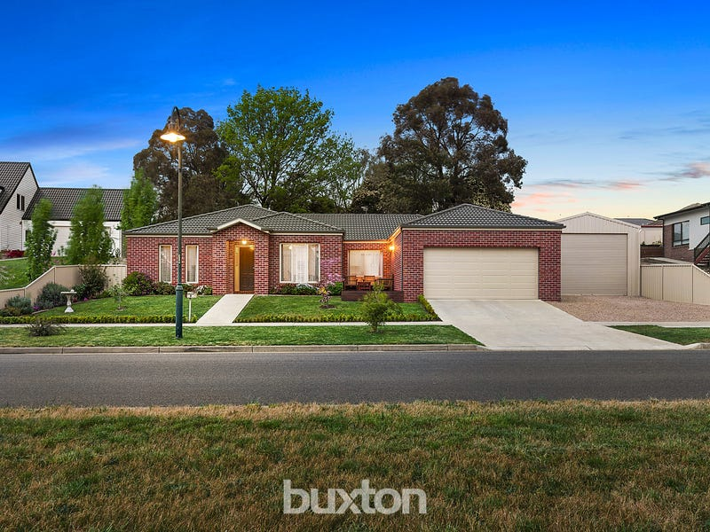 8 Valley Drive, Canadian, Vic 3350