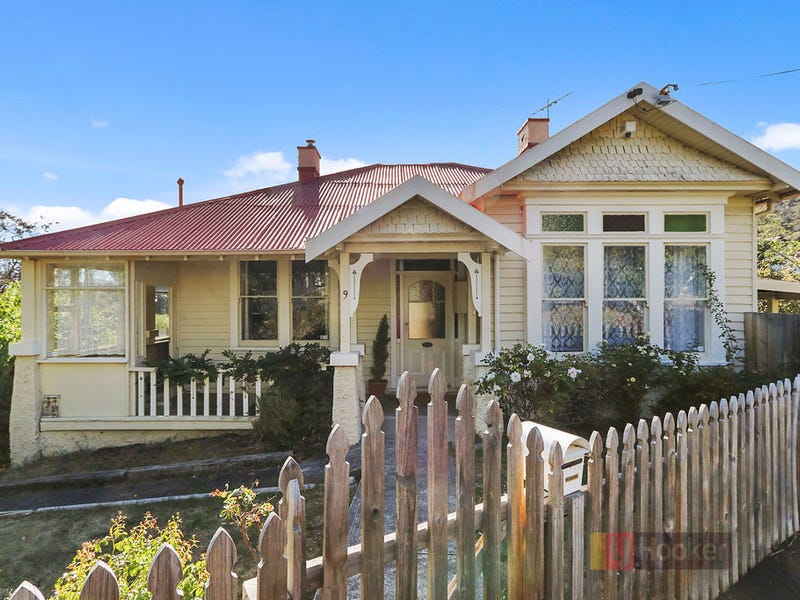 9 Burnside Avenue, New Town, Tas 7008