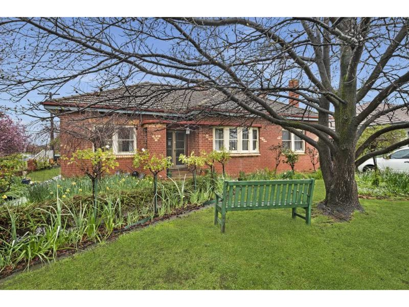 8 Carter Street, Flora Hill, Vic 3550
