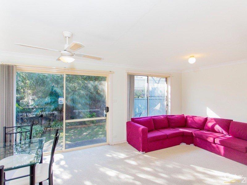 2/12 Angophora Drive, Warabrook, NSW 2304