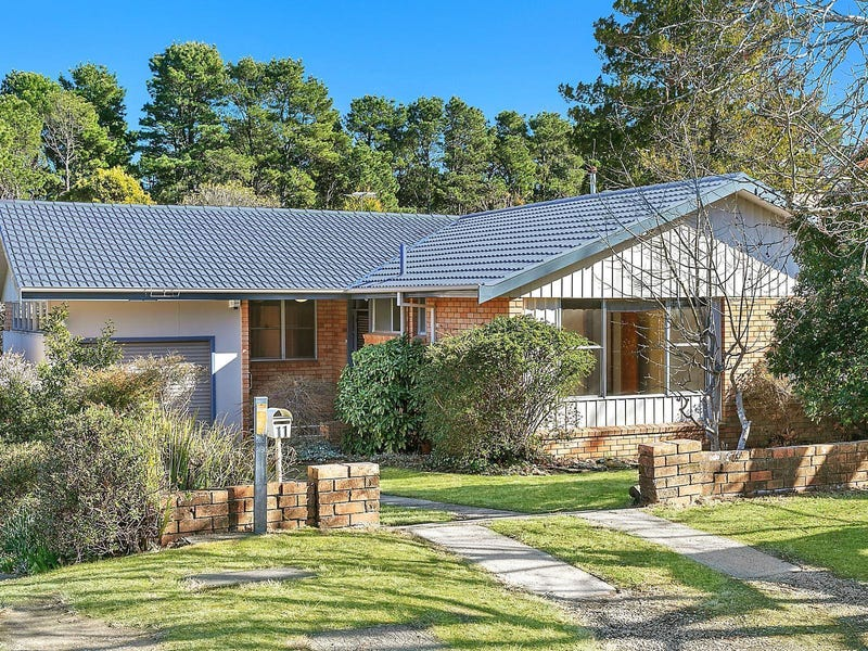 11 Dalrymple Avenue, Wentworth Falls, NSW 2782