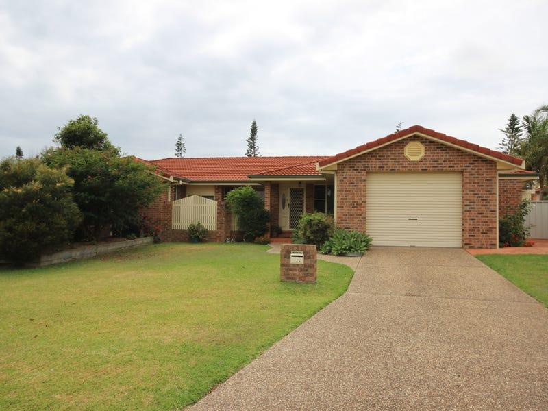 2/3 Paruna Court, Forster, NSW 2428