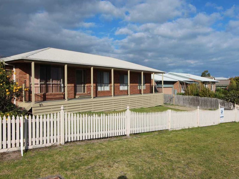 1 Stirling Drive, Lakes Entrance