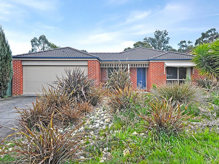8 Ferndale Court, Mount Helen, Vic 3350