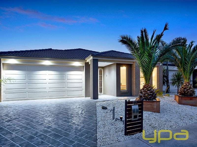 18 Marlin Cres, Point Cook, Vic 3030