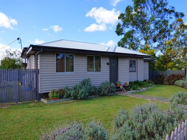 10 Margaret Street, Booval, Qld 4304
