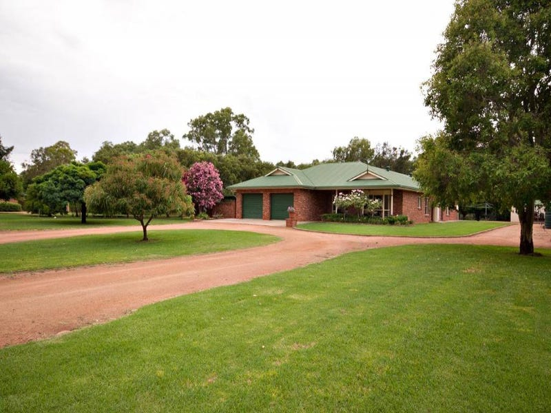 82 WARREN ROAD, Narromine, NSW 2821