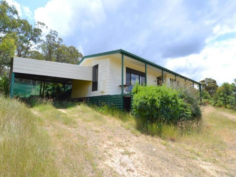 84 Red Hill Road, Raglan, Vic 3373