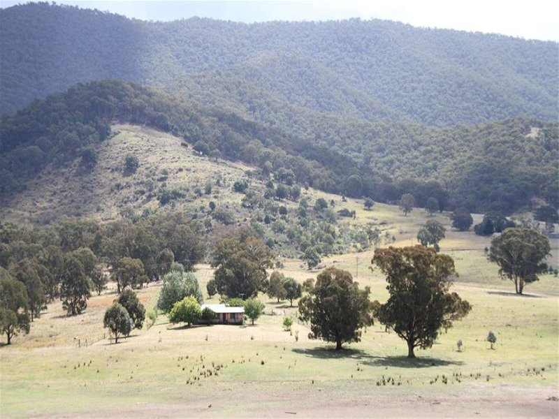 26 Caves Road, Wee Jasper, NSW 2582