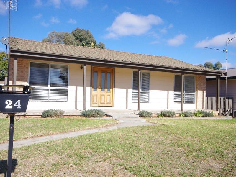 24 Pridham Street, Cowra, NSW 2794