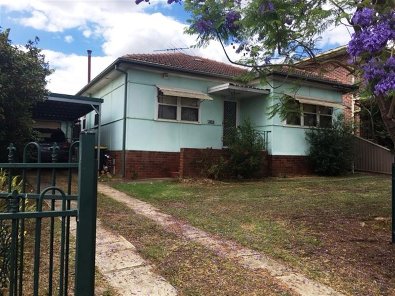 102 Canterbury Rd, Glenfield, NSW 2167