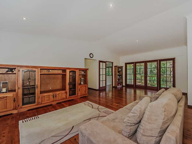 18 Harry Mills Drive, Worongary, Qld 4213