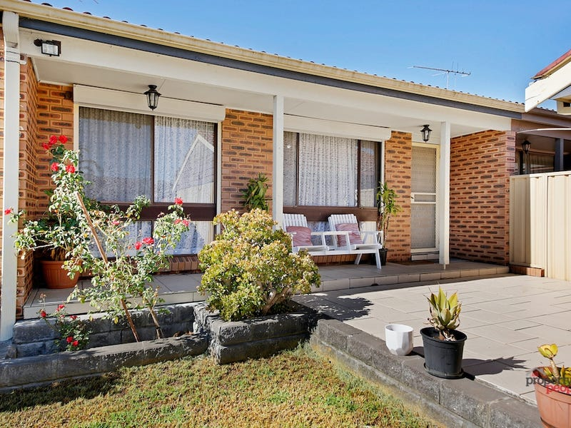 22 Fuchsia Crescent, Macquarie Fields, NSW 2564