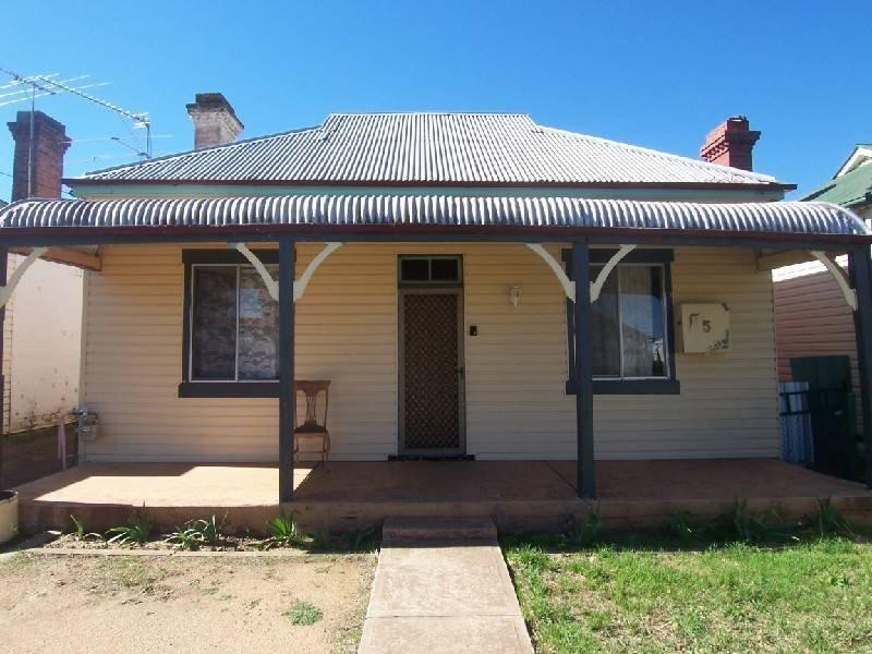 5 TEMORA STREET, Cootamundra, NSW 2590