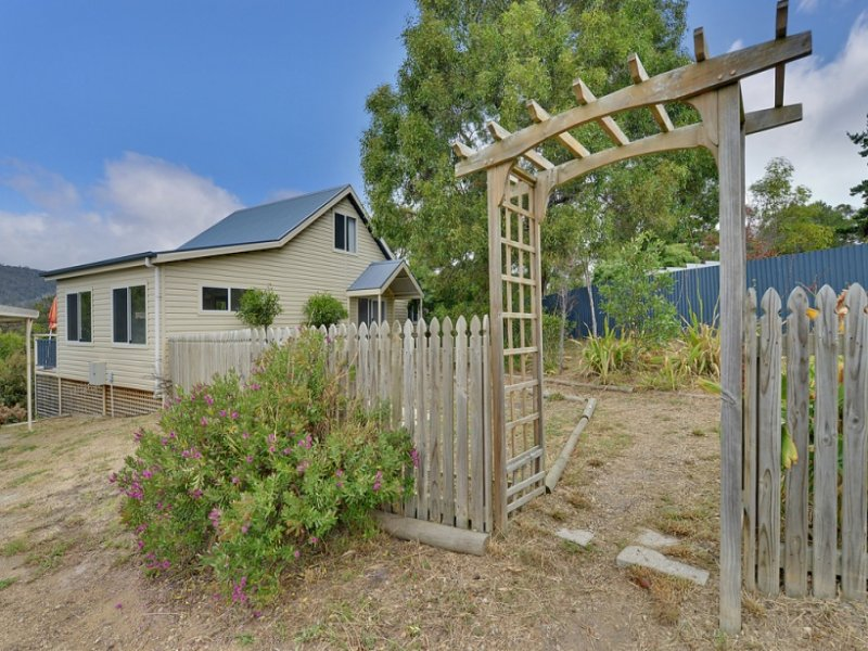 11 Blackwood Court, White Beach, Tas 7184
