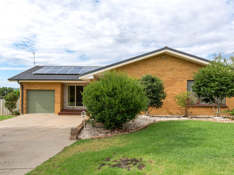 2 Atherton Crescent, Tatton, NSW 2650