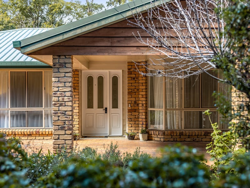 15 Hilltop Crescent, Blue Mountain Heights, Qld 4350