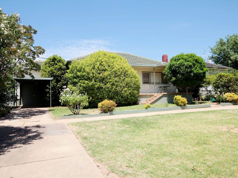18 Blamey Street, Turvey Park, NSW 2650