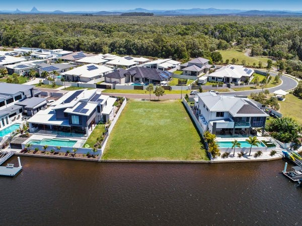 24 North Point Crescent, Pelican Waters