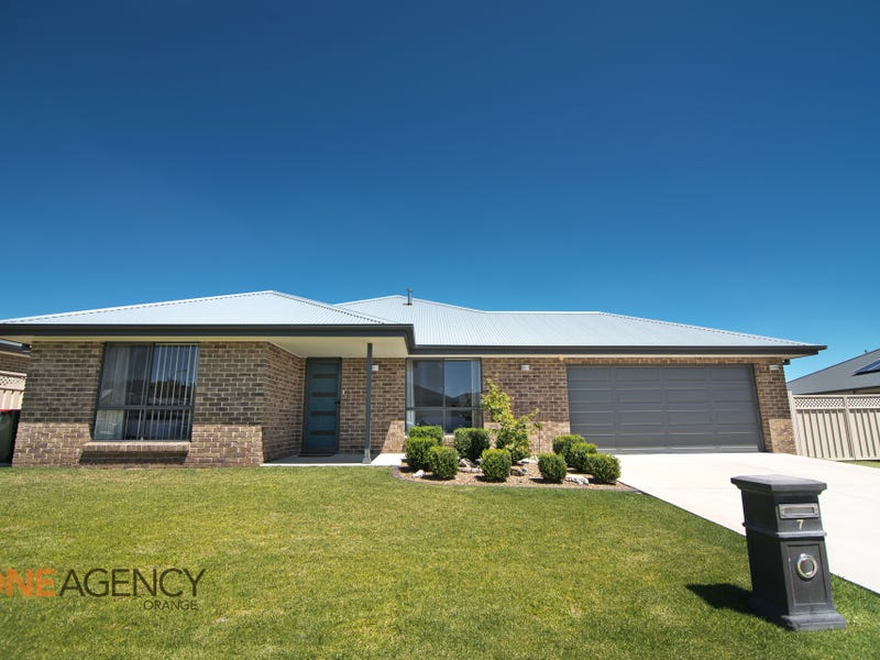 7 Clem Mcfawn Place, Orange, NSW 2800