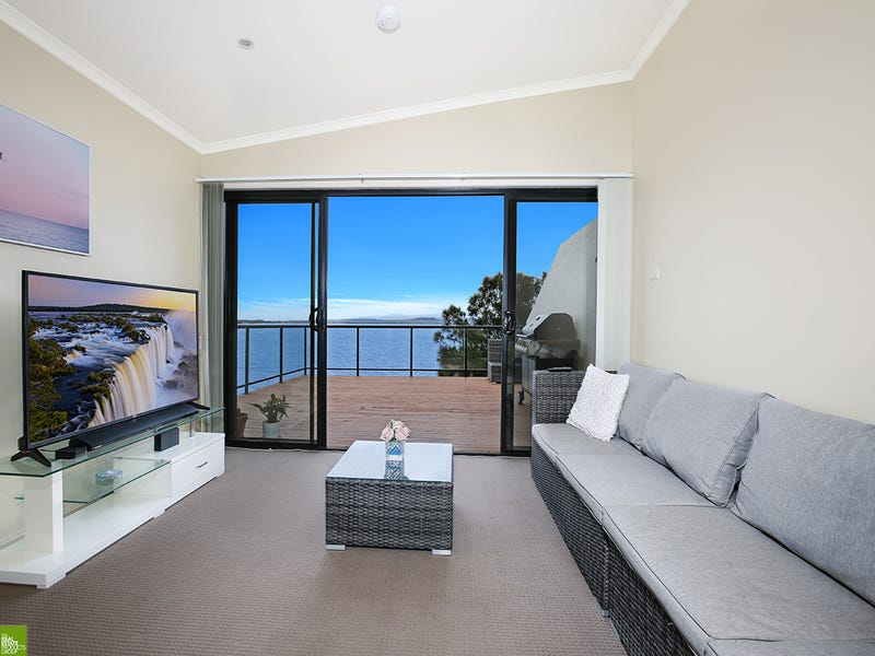 1/33 Northcliffe Drive, Lake Heights, NSW 2502