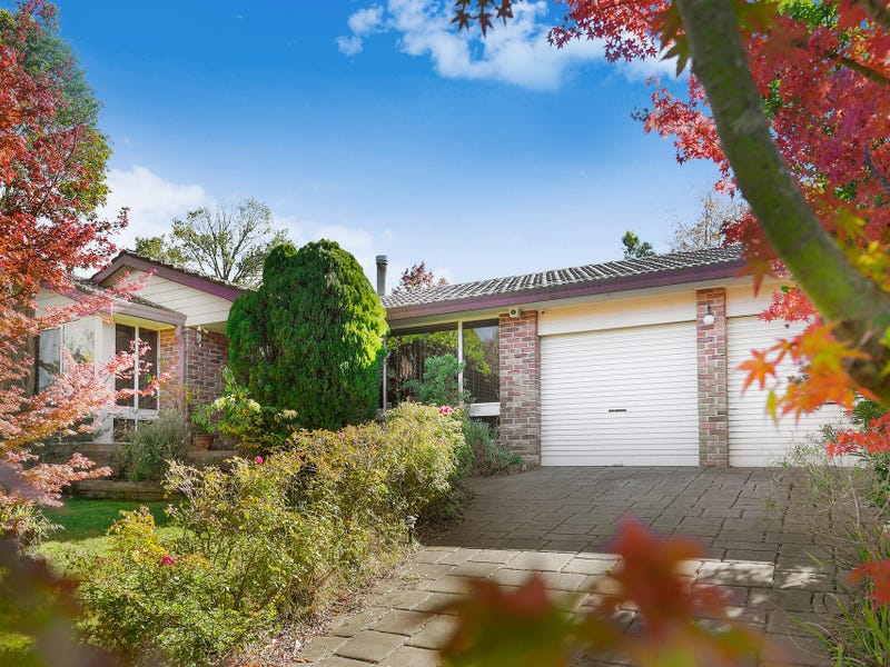 27 Cook Road, Wentworth Falls, NSW 2782