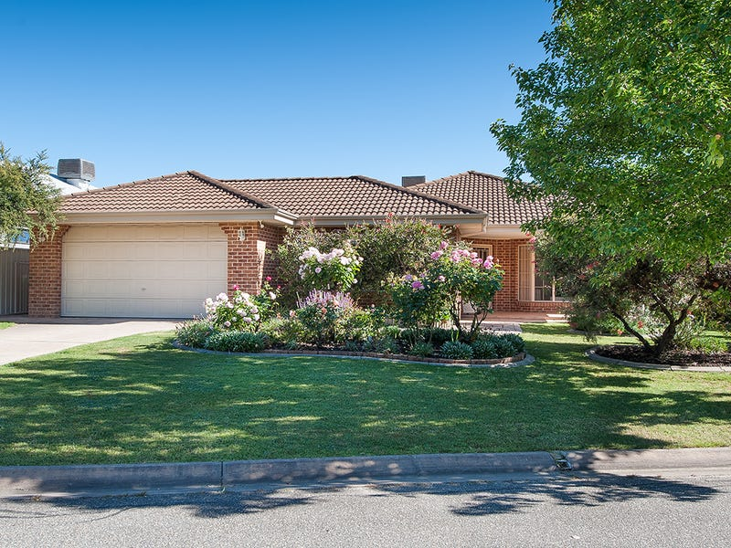 15 Bowyer Place, Albury, NSW 2640