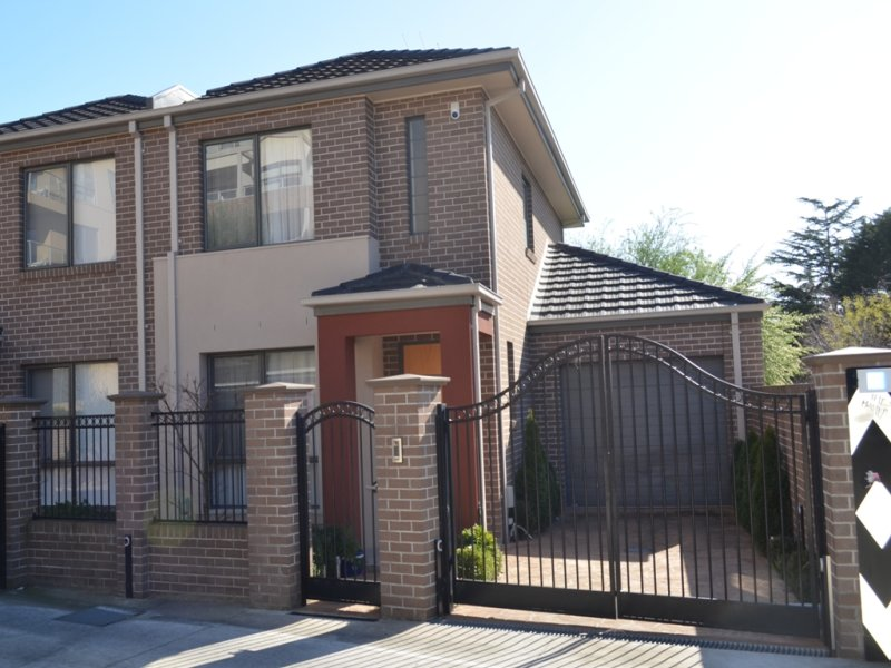 1/1 Nangnak Lane, Mont Albert, Vic 3127