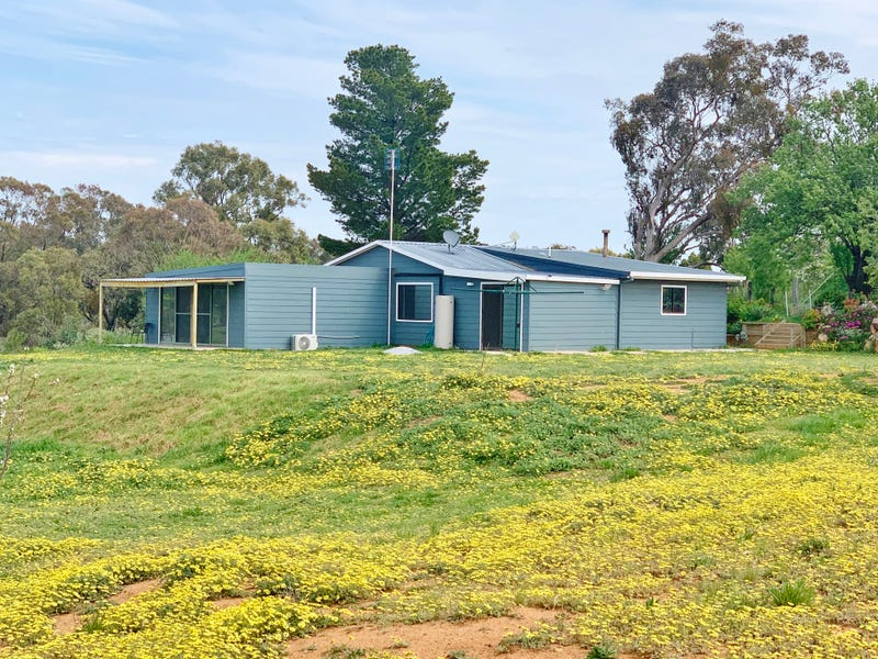 140 Commons Road, Young, NSW 2594
