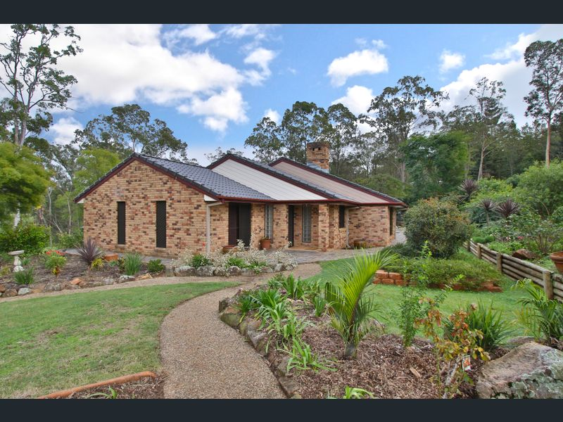 62  Velvet Street, Pine Mountain, Qld 4306