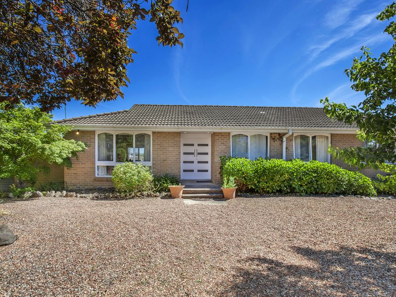 8 Bridge Place, Latham, ACT 2615