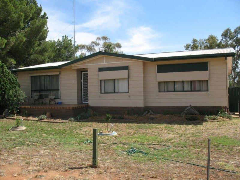 1 Robert Street, Ungarie, NSW 2669
