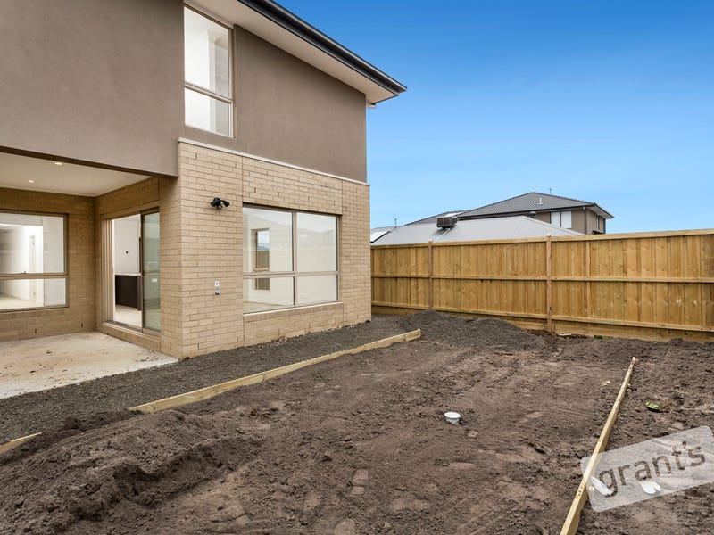 4 Hallyburton Drive, Clyde North, Vic 3978