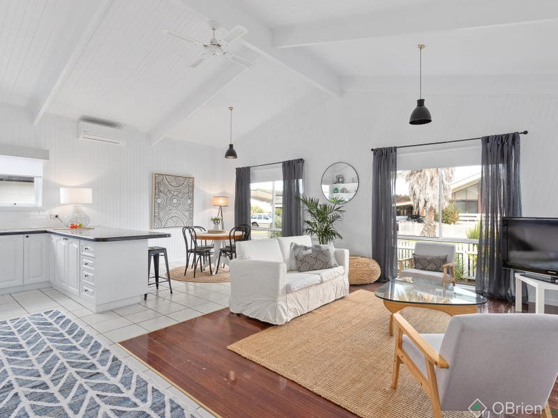 13 Irving Road, Cowes, Vic 3922