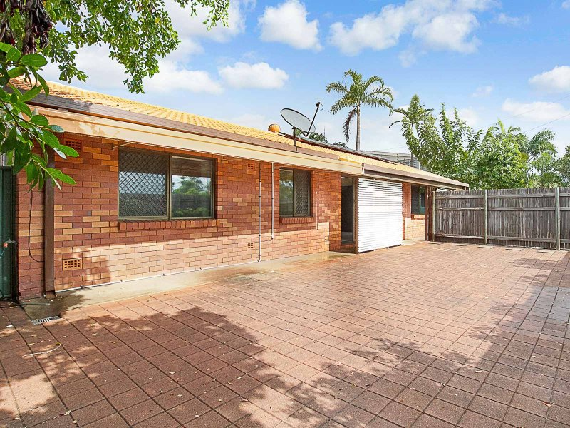 25 Reef Street, Saunders Beach, Qld 4818