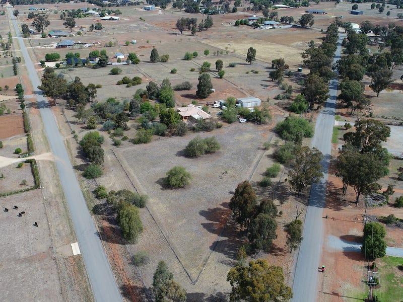 18 Learys Lane, Coolamon, NSW 2701