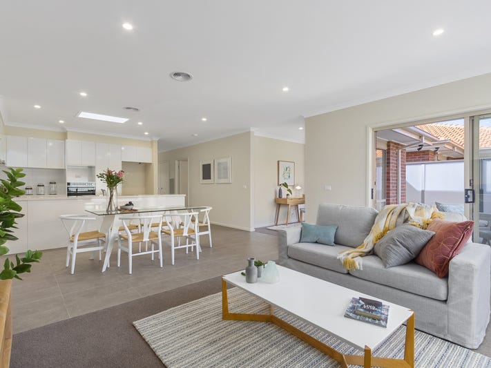 112/2 Rochester Parade, Cranbourne East, Vic 3977