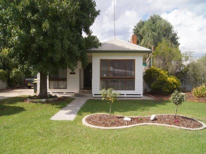 9 Osborne Street, Finley, NSW 2713