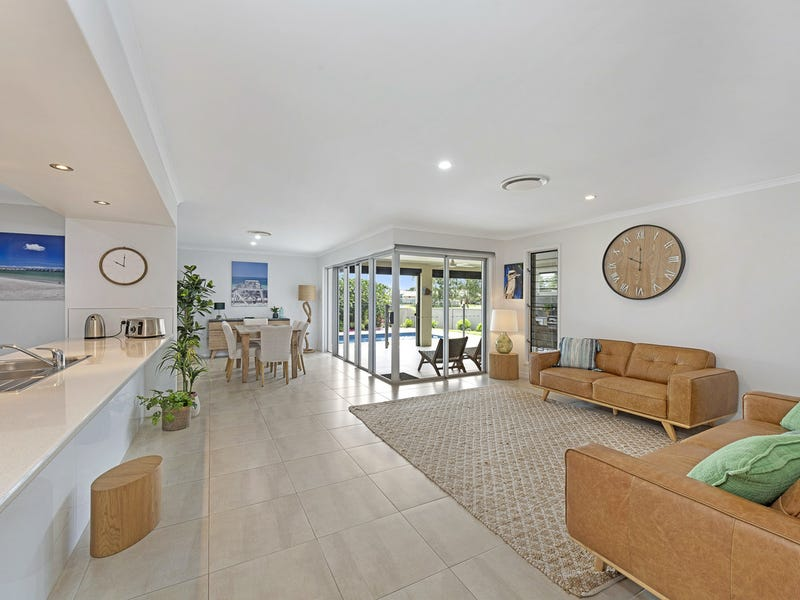 8 Tulipwood Place, Coral Cove, Qld 4670