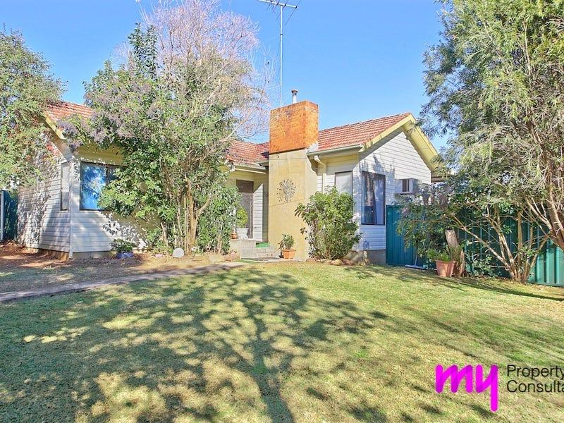 4 Chisholm Crescent, Bradbury, NSW 2560
