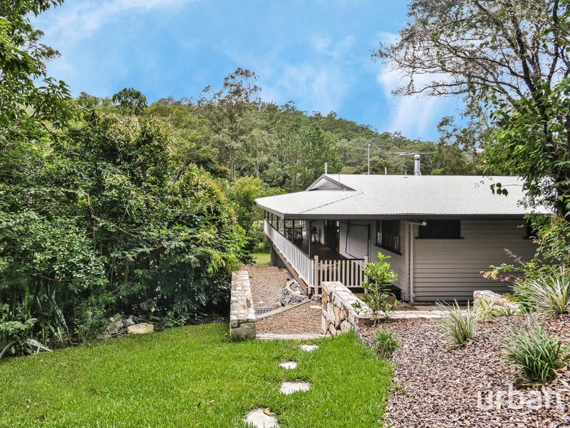 300 Savages Road, Brookfield, Qld 4069