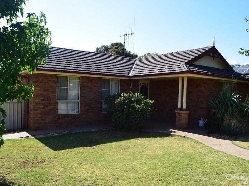 3 John Curtin Street, Parkes, NSW 2870