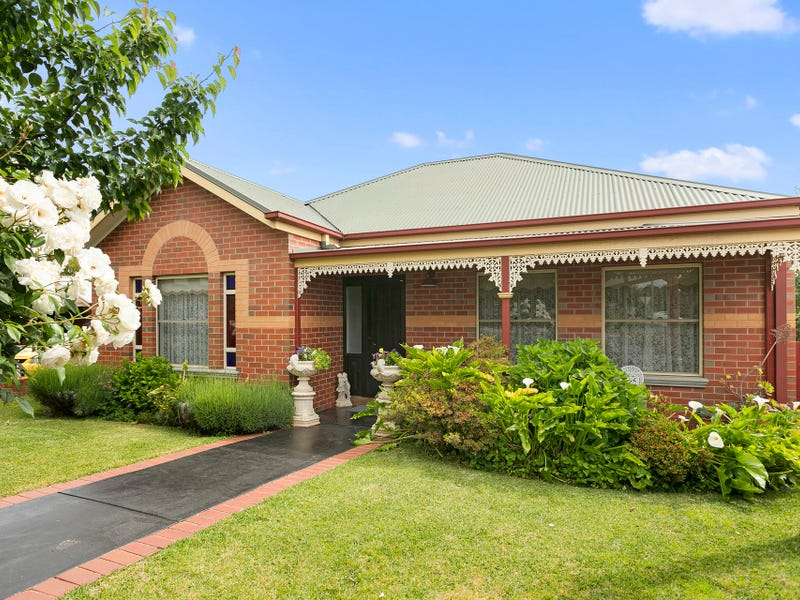12 Mayfield Parade, Strathdale, Vic 3550