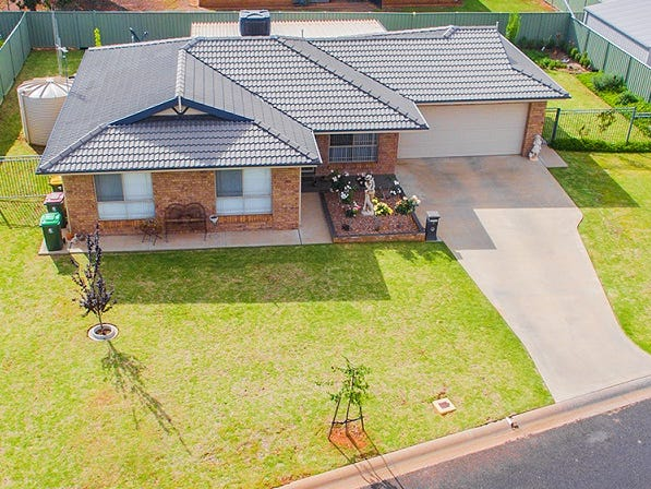 4 Mossgiel Close, Parkes