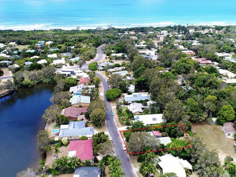 16 Berrimbillah Court, Ocean Shores, NSW 2483