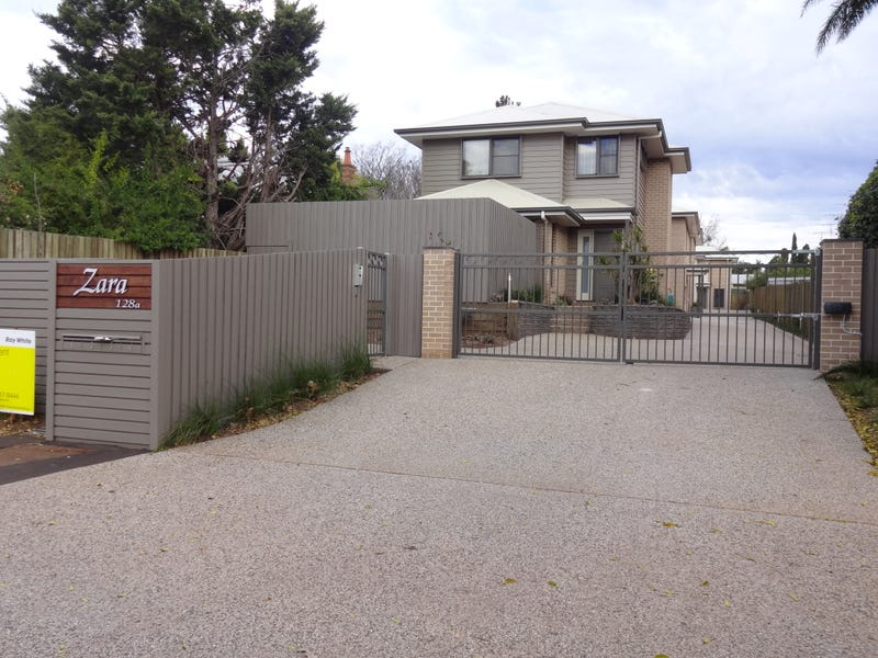 2/128a James Street, South Toowoomba