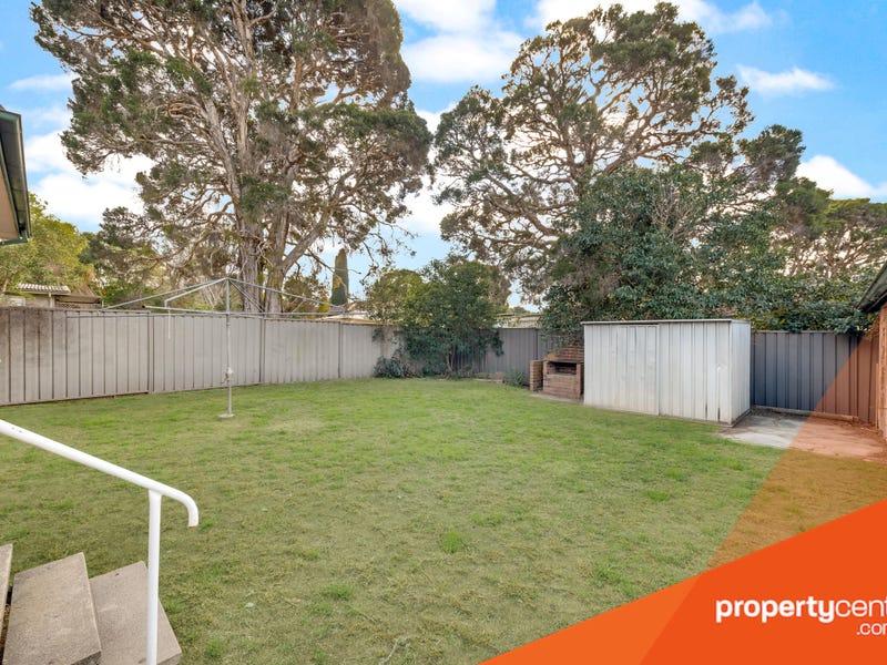 35 Lucena Crescent, Lethbridge Park, NSW 2770