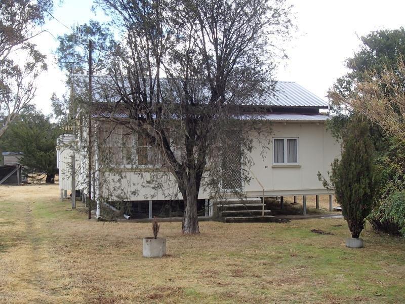 32 Merinda Street, Wallangarra, Qld 4383